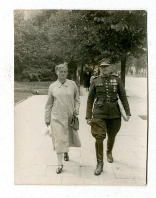 kowal por. J. Pałuski z żoną Zofią. Zdjęcie wykonane przed wybuchem wojny w 1939 r.