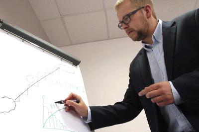 Jakub Marczak, trener Lean Management, wykladowca WSAiB