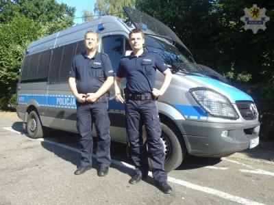 Nowy Dwó Gdański - policjanci uratowali mężczyzn-ę z płomieni - Kopia