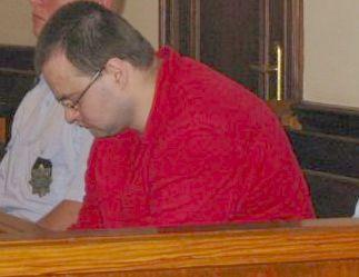 Piotr Trojak siedzi na sali s±dowej