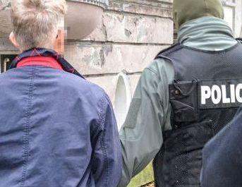 KWP GDAŃSK - POLICJANCI ZATRZYMALI MĘŻCZYZNĘ PODEJ-RZANEGO O PEDOFILIĘ (3 kadr)