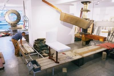 Wystawa Abrahama Cruzvillegasa_Montaż wystawy_Autodestrucción6 -Chichimecachubo Matzerath@S13_1.-jpg