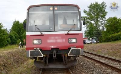 Starogard Gdański -WYPADEK NA TORACH, RANNY 19-LETNI MĘŻCZYZNA . pociąg i zaparkowane radiowozy