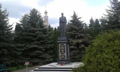 lichen pomnik sw. St Papczynskiego jw
